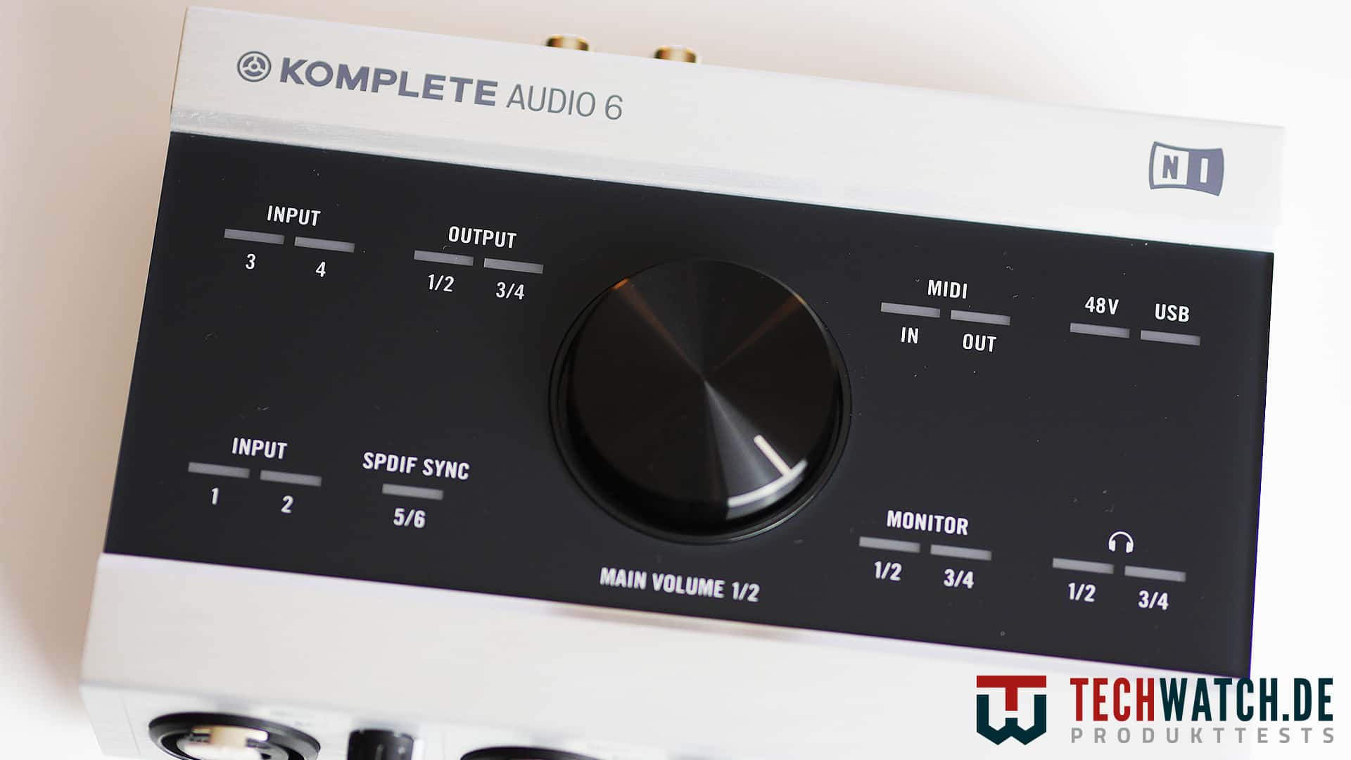 Oberseite des Native Instruments Komplete Audio 6
