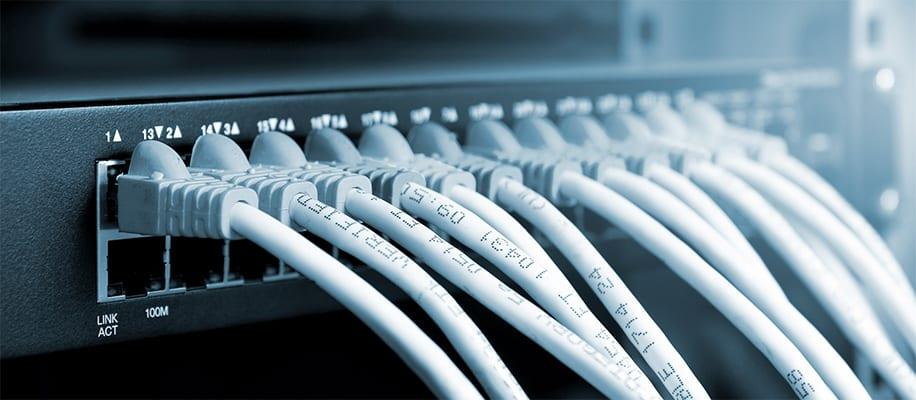 Ethernetkabel an Server