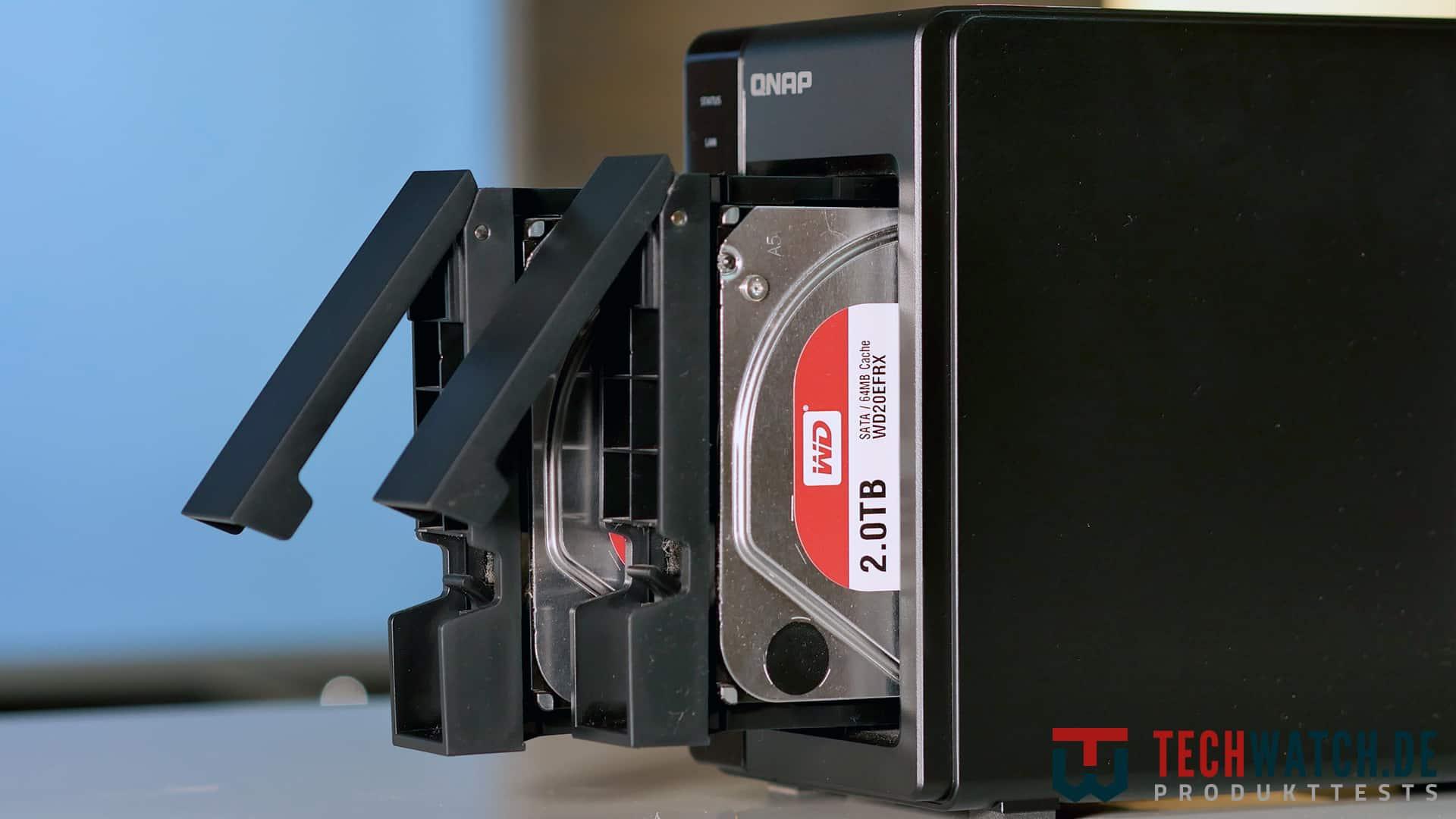 QNAP TS-251+ Bays
